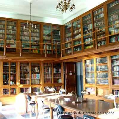 Biblioteca Naval de Cartagena. En ella estudiaban los jóvenes guardiamarinas siglo atrás.