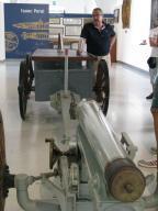 El Director del Museo Naval de Cartagena, C.N. J. Jorge Madrid, ofreciendo una de las explicaciones sobre las piezas navales