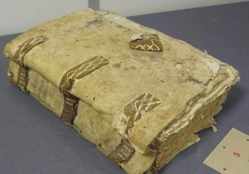 Libro de galeras antes de la restauración
