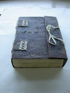 Uno de los libros restaurados