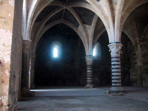 Columnas interiores del castillo