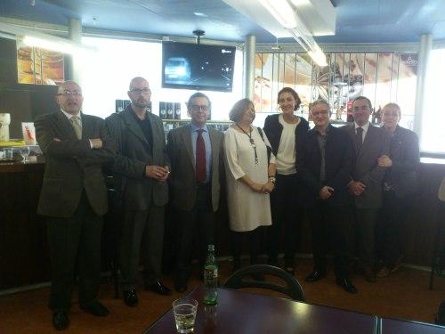 La nueva doctora, con sus directores y el tribunal