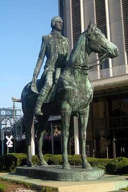 Estatua erigida en su honor en Nueva Orleans (Lousiana)