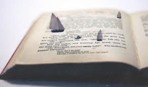 libro con barcos