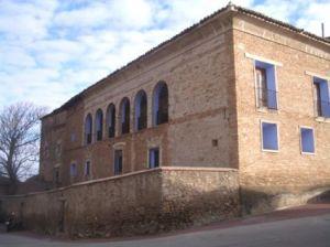 Fachada del palacio de Ambel
