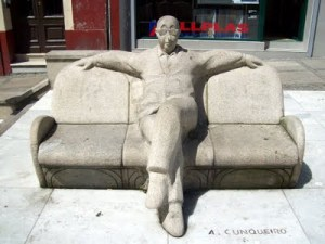Estatua dedicada a Álvaro Qunquiero
