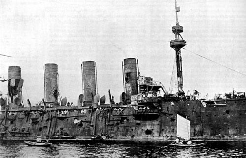 Elcrucero Rossiya en Vladivostock tras la batalla de Ulsan
