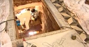Procedimiento de exhumación de los restos del pirata