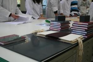 Libros y camisas de conservación