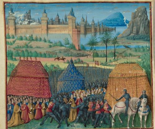 Sobre el fondo de una ciudad portuaria, aparecen soldados y gente de armas con la sobrevesta francesa (cruz blanca sobre fondo rojo) custodiando a población civil prisionera.