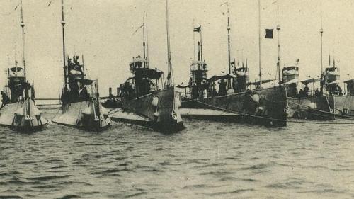 Flotillla de submarinos clase b. Funete ABC.