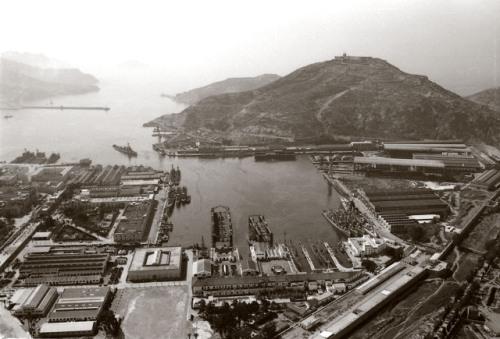 Una antigua imagen de la base de submarinos. Funete.