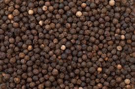Granos de pimienta negra, una especie muy saludable