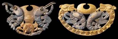 Narigueras de la dama de Cao con representación de crustáceos. Procede de excavaciones en Loma Negra, valle de Piura. Moche 200 a.C- 700 d.C Fuente: Gabriel Bernat