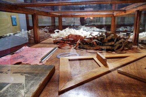 Parte de los instrumentos que utilizaba: cinta métrica