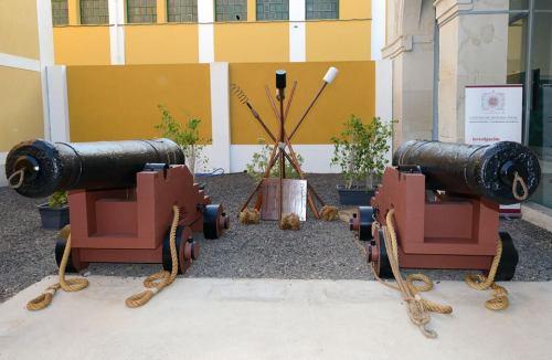 Las cureñas sosteniendo los dos cañones, tal y como el público puede contemplarlas