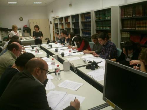 Estudiantes del Máster en la sala de consulta del Archivo Naval de Madrid, donde se hallan depositadas las colecciones