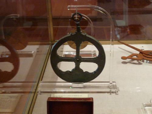 Un astrolabio del s. XVI, usado en la carrera de indias. Museo Naval de Madrid.