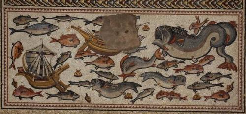 El mosaico dedicado a escenas marítimas