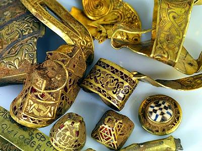 Una parte de las 3500 piezas del tesoro