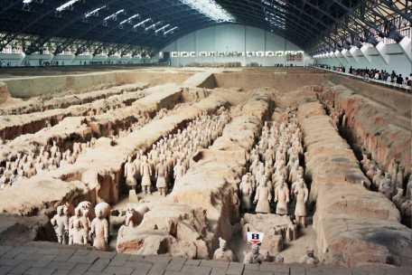 Una visión mas amplia de una d elas salas de la tumba de Qin en la que aparecieron los guerreros