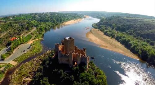 Otra vista del castillo del Almourol