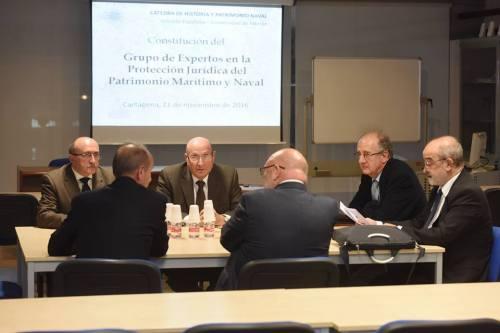 El grupo de expertos reunido en sesión constituyente en el Museo Naval de Cartagena